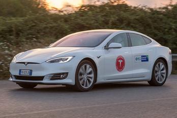 Ezer kilométert is elmegy a Tesla