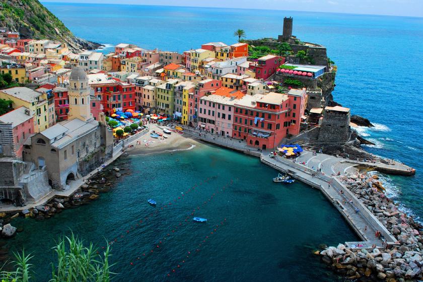 Porto Venere alig 3700 fős, és Liguria partjain terül el, ahol Fezzano, La Grazie, Porto Venere faluit és a környező szigetek lakóit egyesíti. Mellette Cinque Terre partja a Világörökség része.