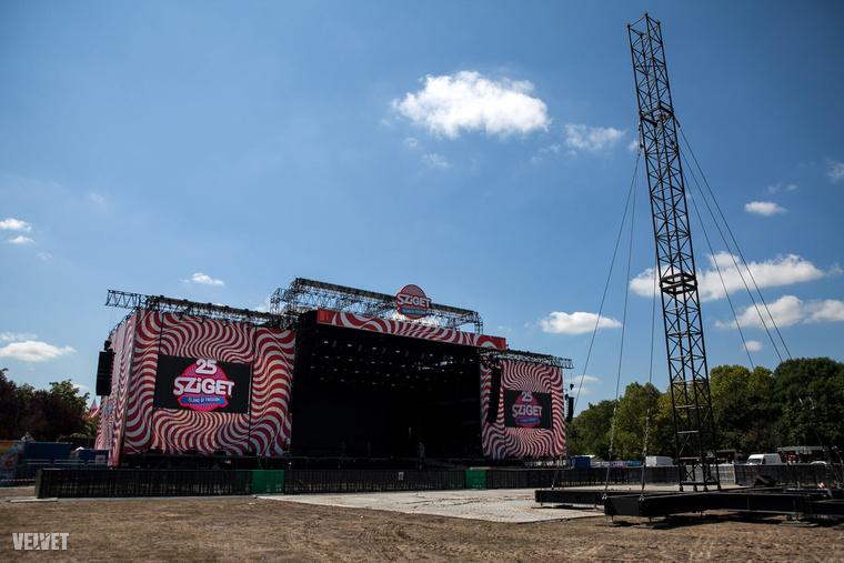 Ma még így néz ki az a színpad, amin holnap este Pink fog fellépni a 25