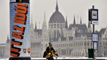 A Fidesz 2010-es hirdetései miatt tenne feljelentést Simicska cége