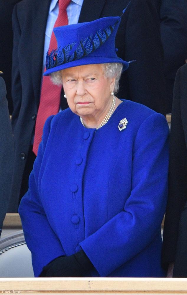 Ne becézgesse!Annak ellenére, hogy pont Erzsébet esetében ismert, hogy a családjában Lilibetnek becézik (sőt, a férje néha Cabbage-nek, vagyis káposztának hívja), ön ne tegye! Aki nem a család tagja, az csak őfelségének és asszonyomnak szólíthatja.
