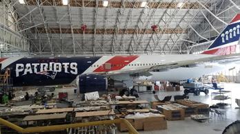Spórolni akart, vett két Boeinget az NFL-csapat