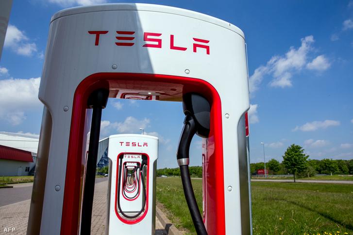Tesla töltőállomás Witterburgban, Németországban