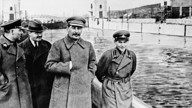 Sztálin Hitlert is megelőzte az etnikai alapú tömeggyilkosságokkal