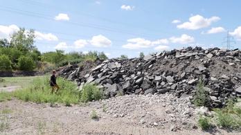 Illegális lerakóba került a 4 milliárdért elbontott Puskás egy része