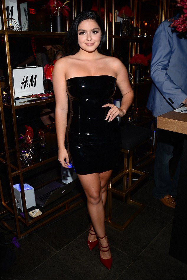 ariel-winter-latexruha-nagy