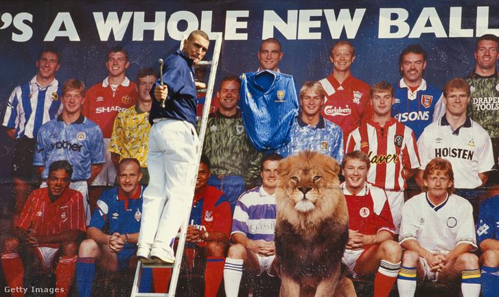 Vinnie Jones 1992-ben az első Premier League-t népszerűsítő óriásplakát előtt