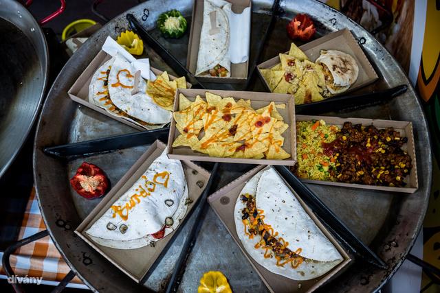 1500 a tortilla, 2000 a burrito és 2200 a quesadilla, ha valaki mexikói ízekre vágyna.