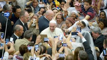 Ferenc pápa: Én is vakációzom, csak a megszokott környezetemben