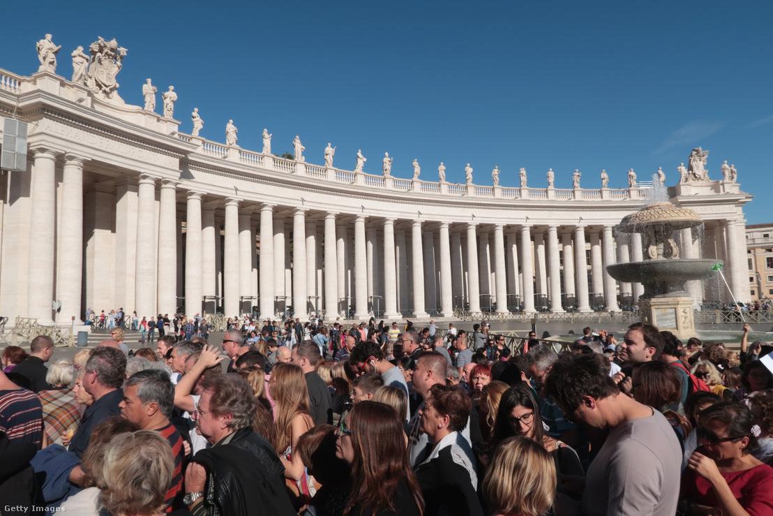 Sorbanállás a Szent Péter téren