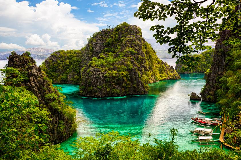 Palawan északi részén fekszik Coron lagúnája, melynek sziklái és türkizkék habjai már a partról is képeslapra illően gyönyörűek.