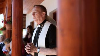 Egy magyar püspök ír a pápának, hogy nős papokat is szenteljenek föl