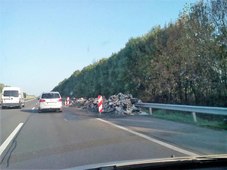 M5 autópálya Szeged felé, kecskeméti MOL kút gyorsító sáv 2.jpg