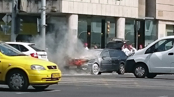 Kigyulladt egy autó a Nagykörúton