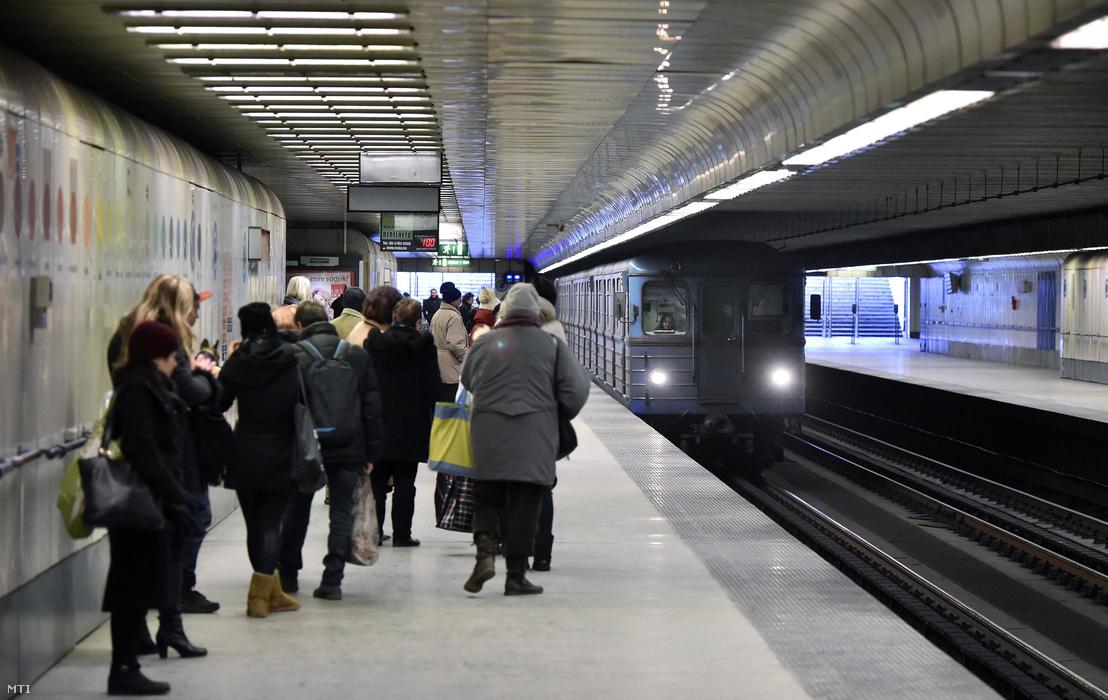 A 3-as metróvonal Újpest városkapu állomása