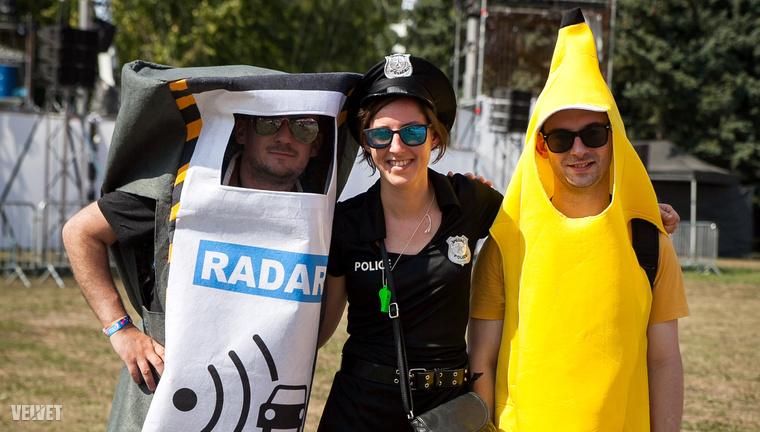 A traffipax, a rendőrnő és a banán. Nem biztos, hogy értjük.