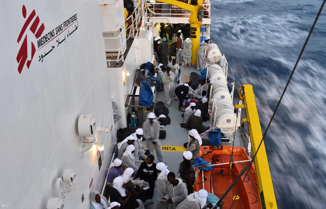 Menekültek a MSF mentőhajójának, az Aquariusnak a fedélzetén