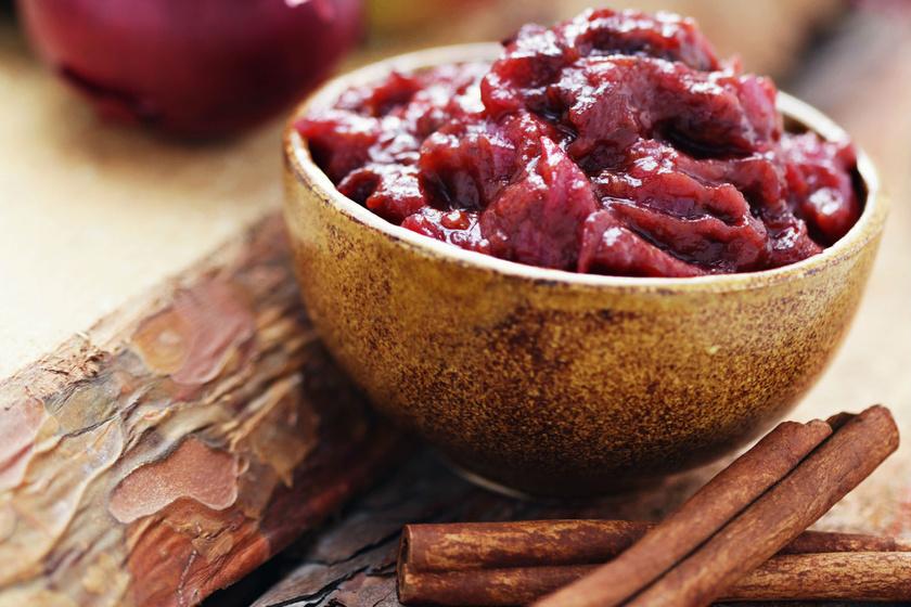 Egyszerű, fűszeres szilvás chutney, ami a legunalmasabb húst is gourmet fogássá varázsolja