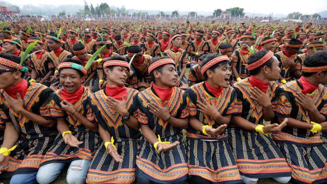 Különleges tánccal hívja fel magára a turisták figyelmét Indonézia