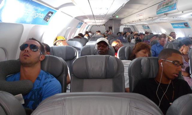 Ki jobbra, ki balra dől - a repülőgép zúgása remek altató