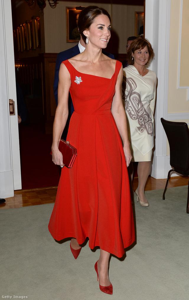 Juharlevél és piros Preen by Thornton Bregazzi ruha Katalin hercegnén.