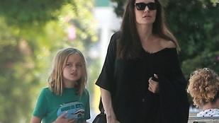 Angelina Jolie fekete özvegynek öltözött a kellemes családi naphoz