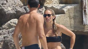Orlando Bloom eléggé kihúzhatta a gyufát ennél szőke nőnél, akivel együtt strandolt