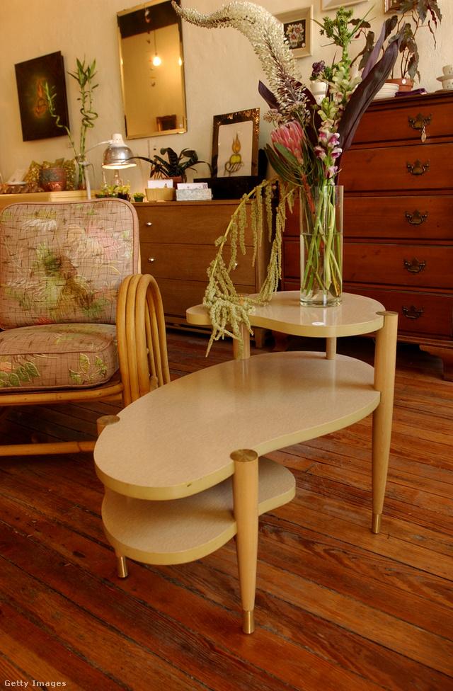 """A többszintes, úgynevezett """"vese"""" formájú asztalra is nehezen lehet ráunni."""