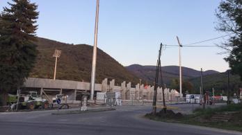 Betonmonstrumot épít Mészáros Lőrinc az ország egyik kedvenc kirándulóhelyére