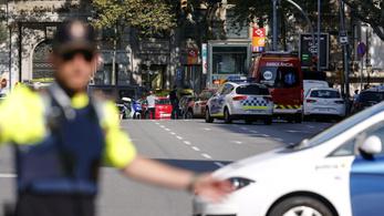 Kisbusz hajtott a tömegbe Barcelonában, 13 halott, 50 sérült