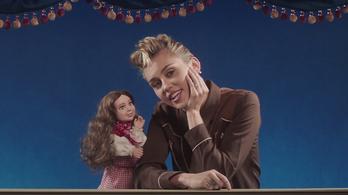 Miley Cyrus is Elvis-imitátorrá változott