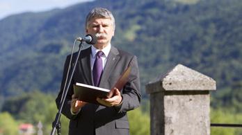 Kövér László alufóliasisakos interjúval köszönti augusztus 20-át