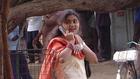 A tiltott kapcsolatok miatt veszik el a mobilt az indiai nőktől