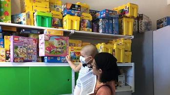 500 doboz legót kaptak a rákos gyerekek egy olasz kórházban