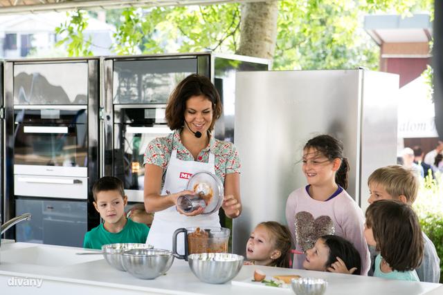 A Miele támogatásával idén is tartottak workshopot gyerekeknek, akik például kalácsot és brióst is készítettek.