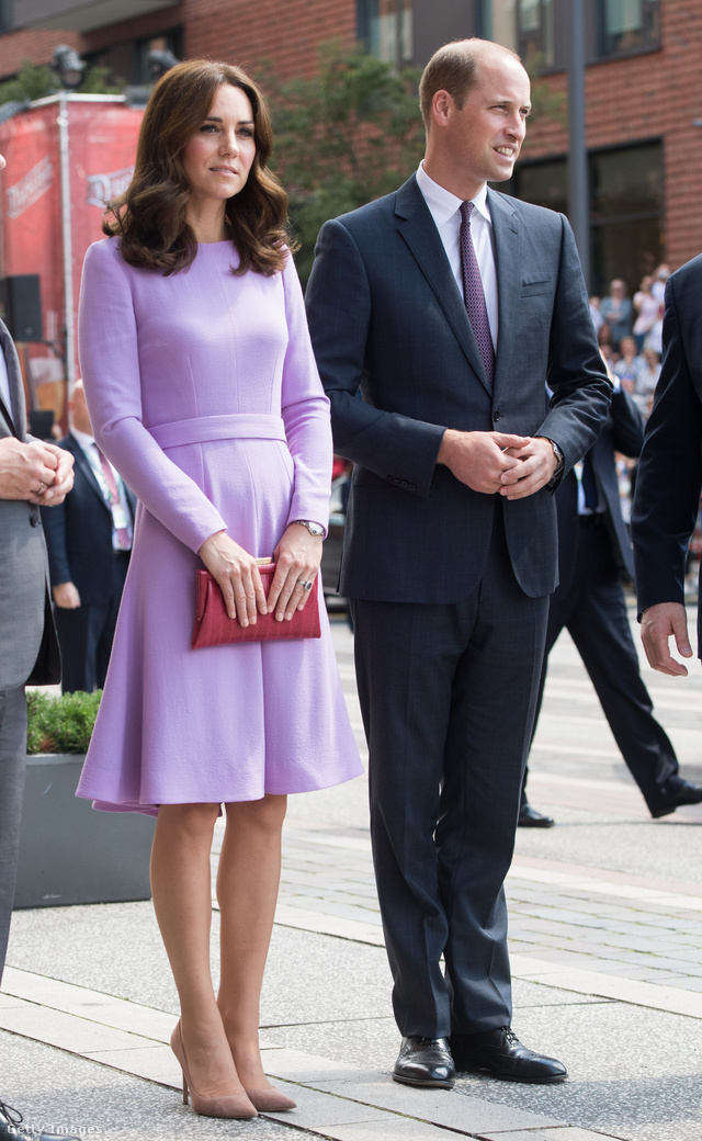 A színes tematika gyakran megjelent a pár Lengyel és Németországi turnéja során. Vilmos herceg például egy sötétebb lila nyakkendővel segített rá neje levendula árnyalatú  Emilia Wickstead ruhájára Hamburgban.