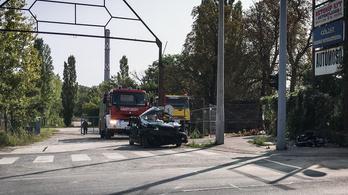 Súlyosan megsérült a Bécsi úti balesetben egy nő