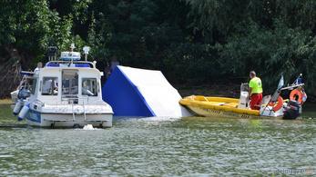 Kisteherautó úszott a Tiszában