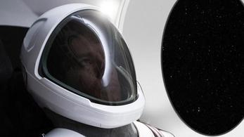 Elkészült a SpaceX szexi űrruhája