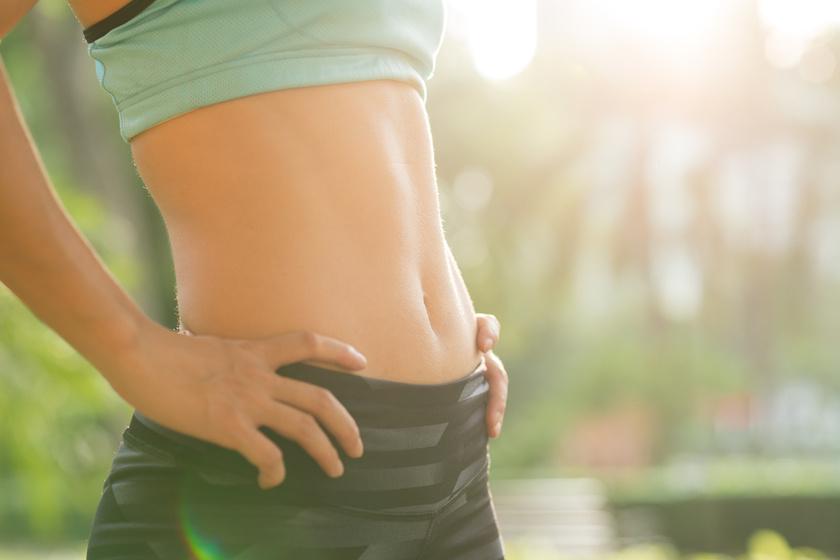 30 perces, kőkemény otthoni testformáló edzésterv: gyönyörű alakot csinál