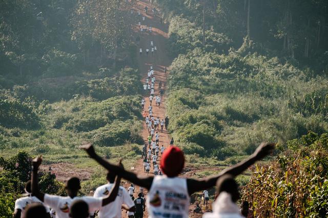35 fokban kellett teljesíteni a maratont, félmaraton, vagy a 10 kilométeres távot.