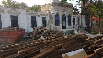 Műemlék vendéglőt rombolnak le Újpesten
