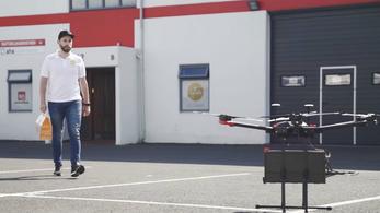Hamburgert és sört visznek házhoz drónnal a686fd9854
