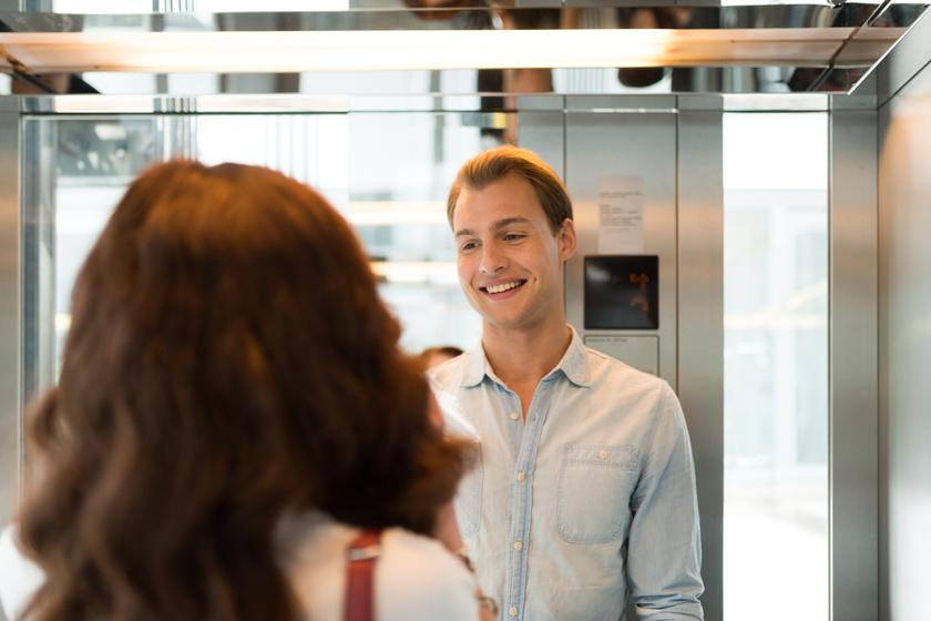 A 11 legfontosabb illemszabály férfi és nő között - Tudod, ki száll be először a liftbe?