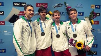 Két ezüst, egy bronz a junior úszó-vb-n