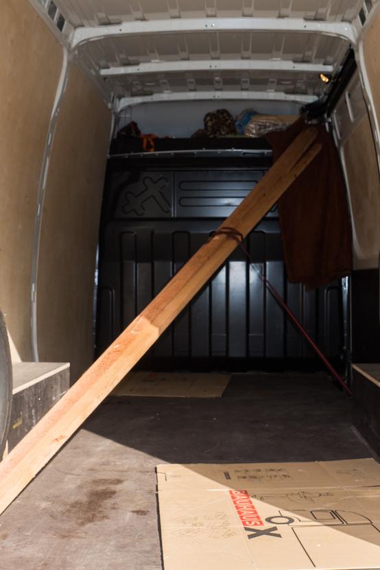 """Bár a raktér """"csak"""" 3,5 méter hosszú, azért a 4 méteres cserépléc se fog kilógni"""