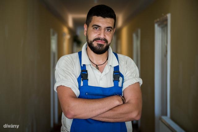 """""""Egyetlen dolgot sajnálok: hogy aggodalomból otthagytam a feleségemet. Lehet, hogy nehéz lett volna az út, de nem lett volna veszélyesebb, mint túlélni neki Aleppóban"""""""