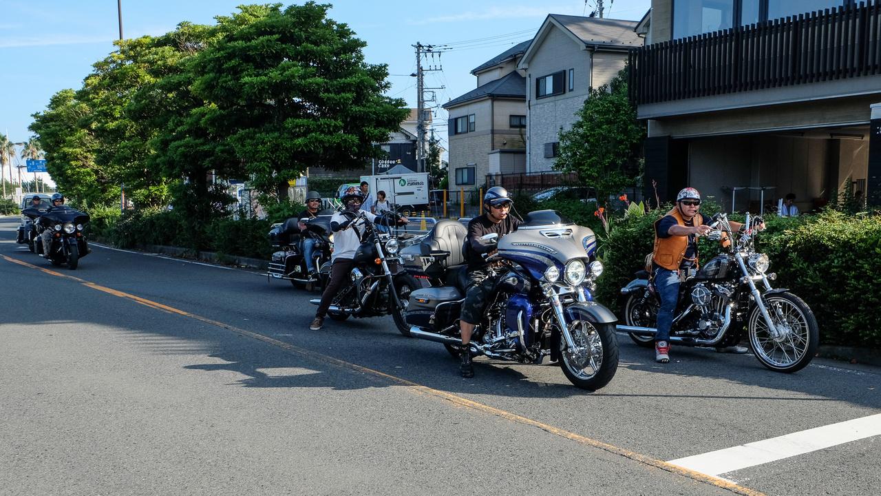 A harleys banda az Japánban is harleys banda. Ők épp Enoshimát terrorizálják decibelekkel