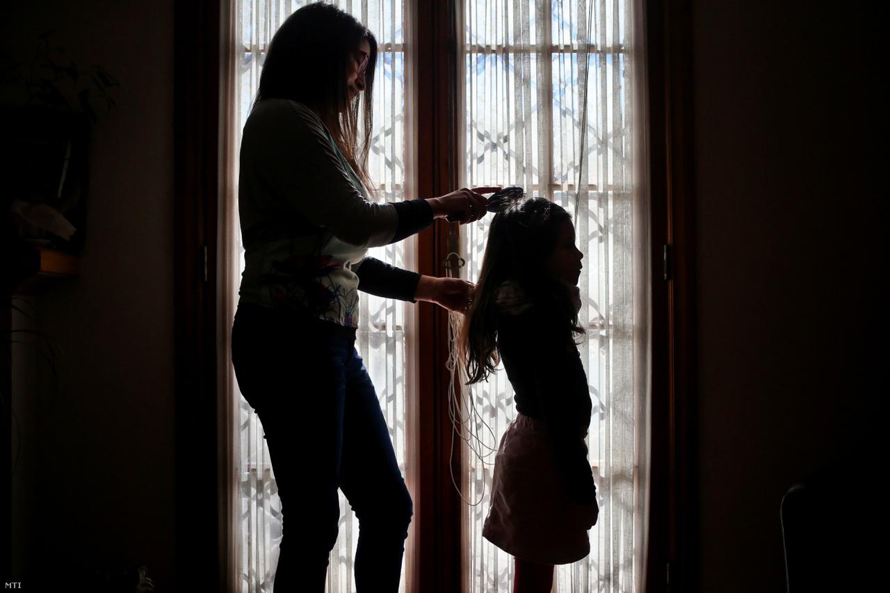 A reptéri incidens után Luna szülei úgy döntöttek, addig nem nyugszanak, amíg el nem érik, hogy a gyerek nevét és nemét megváltoztassák a születési anyakönyvi kivonatán. Tavaly sikerült elérniük céljukat: az ügyükben eljáró bíró kimondta, hogy a hatóságok adjanak ki új személyazonosító okmányokat Lunának, sőt, a születési anyakönyvi kivonatán is álljon az, hogy ő nem fiú, hanem lány.