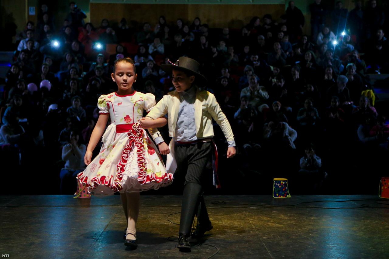 A 8 éves Selenna és a 12 éves Kevin is transzneműek, együtt léptek fel a santiagói Transznemű Gyereknapon augusztus 19-én.